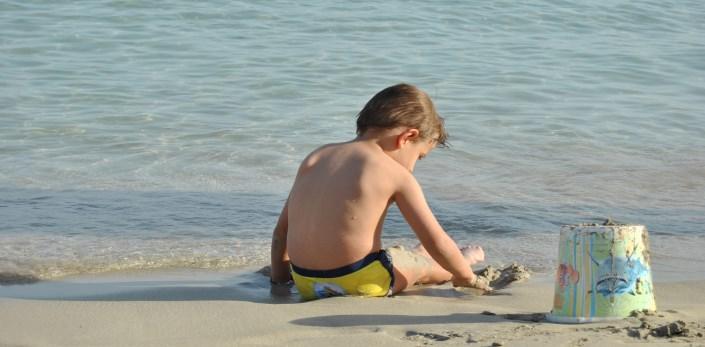 al mare con un bambino