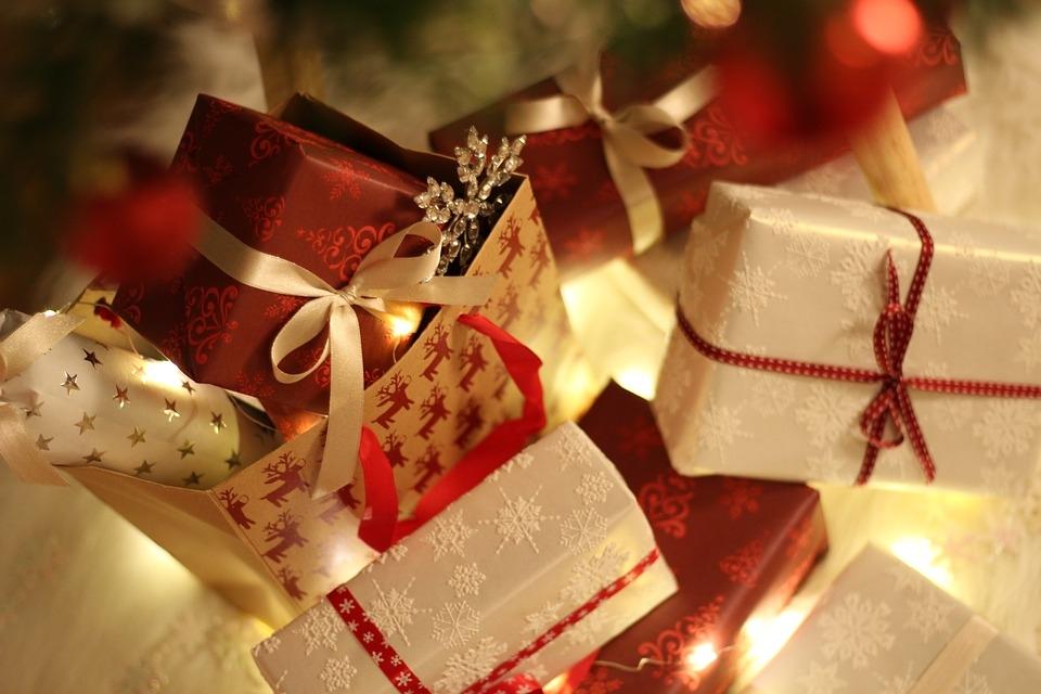 pacchi regali di natale per bambini