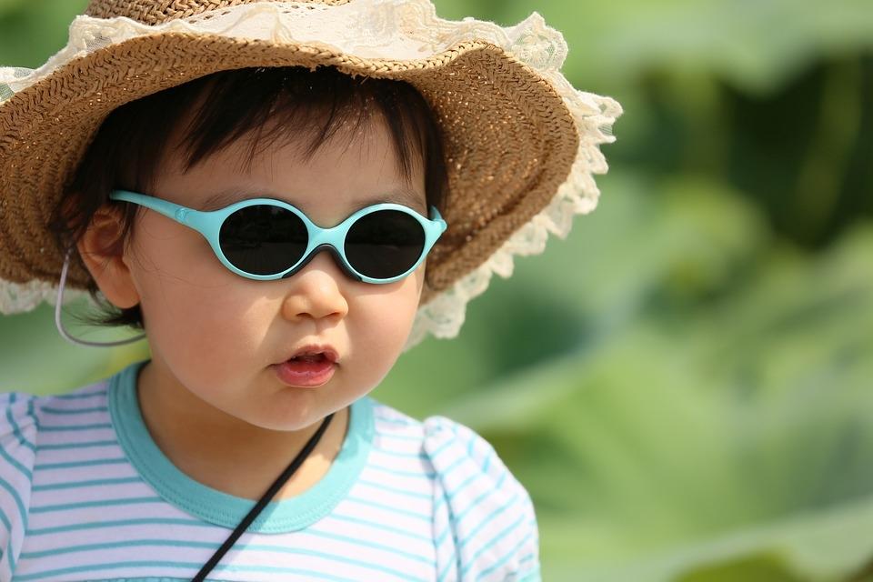 occhiali da sole per il mare per bambini