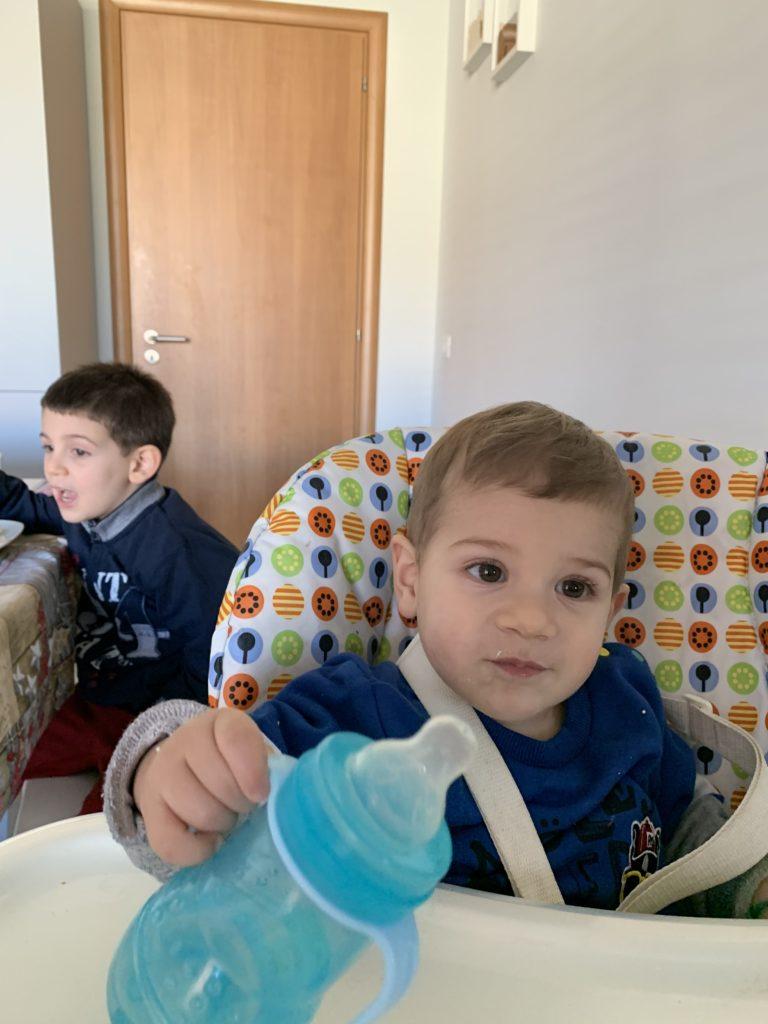 Francesco e Davide a tavola in famiglia